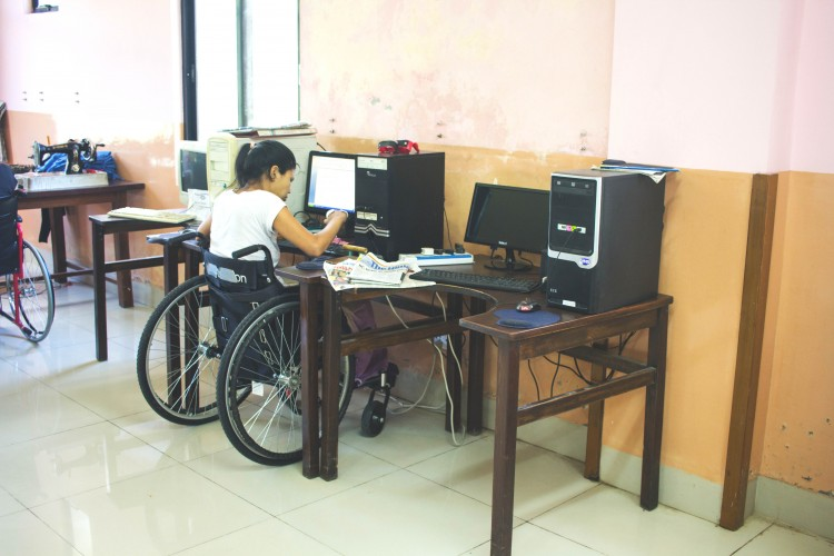 Patients at Spinal Injury Rehabilitation Centrerecieve vocational training