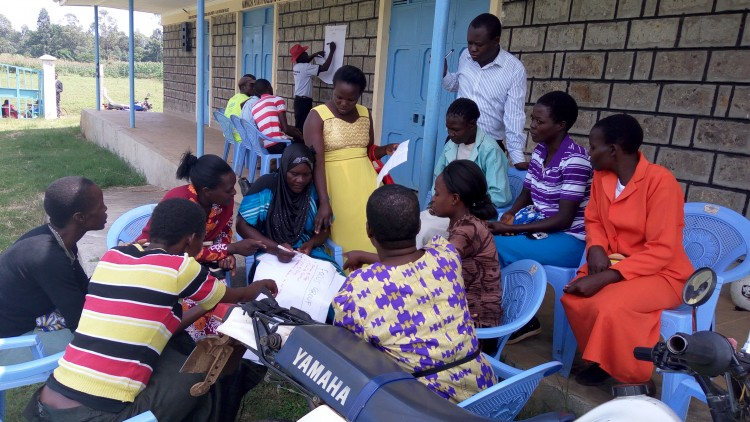 Community members develop the scorecard in Bungoma