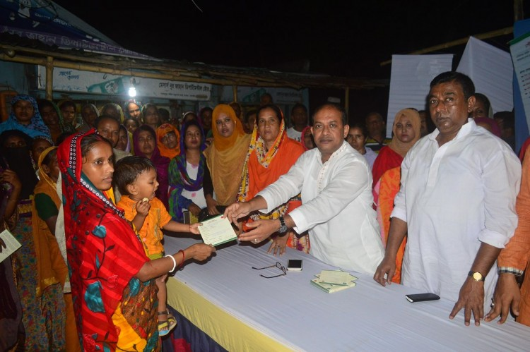 Distributing the Common Health Care Entitlement Card - UHSSP, Bangladesh