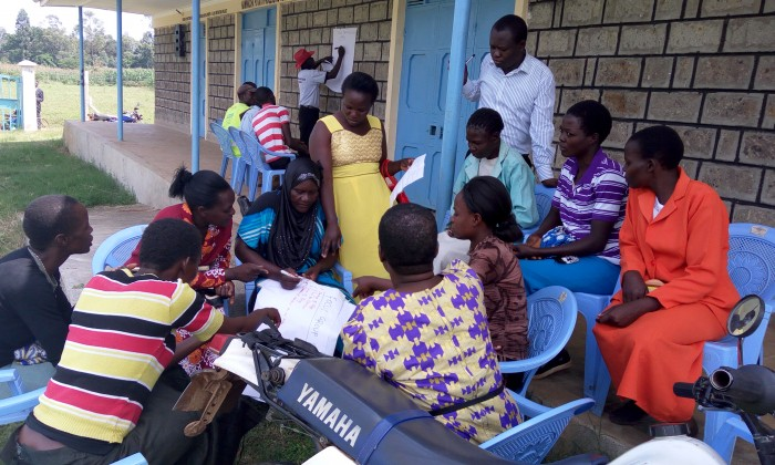 Community members develop the scorecard in Bungoma