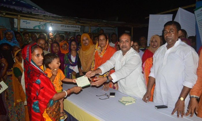 Distributing the Common Health Care Entitlement Card - UHSSP, Bangladesh