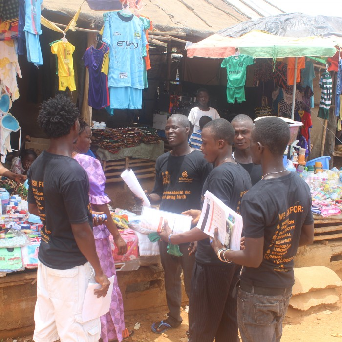 Young people take safe clinic messages to market women in Sierra Leone